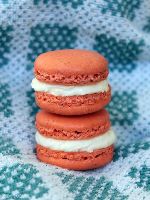 Coral Macarons with Citrus Buttercream Filling via design. bake. run.